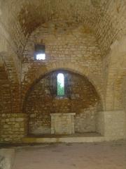 Ruines du Castellas - Français:   Castellas de Saint-Victor la Coste (Gard, 30). Autel de la chapelle