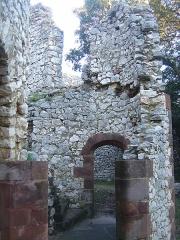 Ruines du Castellas - Français:   Castellas de Saint-Victor la Coste (Gard, 30). Intérieur du château.