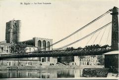 Ancienne cathédrale Saint-Etienne - Le pont suspendu d'Agde (Hérault, France).
