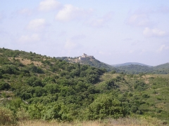 Ensemble médiéval du Castellas - English: In Hérault, the ruins of the Aumelas castle and its chapel viewed from D114 road at circa 1.75 km north-east of the castle.