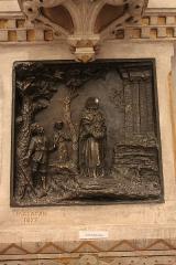 Ancienne abbaye Saint-Aphrodise - Français:   Intérieur de la Basilique Saint-Aphrodise de Béziers: Saint-Aphrodise. Bas relief de Malacan, 1897.