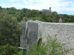 Pont de Saint-Etienne d'Issensac - Français:   Brissac (Saint-Etienne d\'Issensac): le pont d\'Issensac sur l\'Hérault
