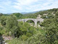 Pont de Saint-Etienne d'Issensac - Français:   Brissac: pont d\'Issensac sur l\'Hérault
