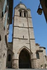 Eglise Saint-Gervais -  Caux (Hérault) - Clocher-porche (XIIIe-XIVe siècles) de Saint-Gervais-et-Protais.