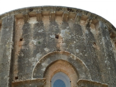 Ancienne abbaye de Fontcaude - English: Fontcaude abbey. Church. Upper part of the main apse.