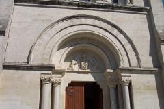 Eglise Saint-Jacques -  le tympan de l'entrée
