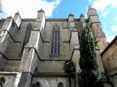 Ancienne cathédrale, actuelle église paroissiale Saint-Fulcran - Français:   Extérieur de la cathédrale Saint-Fulcran de Lodève (34).