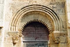 Eglise Saint-Hippolyte - Français:   Loupian (Hérault - Languedoc) - Chapelle St Hippolyte - arc festonné surmonté d\'un arc outrepassé