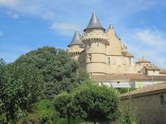 Domaine - Français:   Château de Margon - Vers la tour Ouest