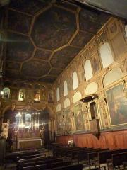 Eglise des Pénitents Blancs - Français:   Vue de la chapelle avec notamment son plafond à compartiment et son décor de boiseries du XVII° siècle.
