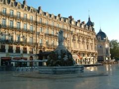 Fontaine des Trois Grâces -  fr:Montpellier: place de la Comédie au matin (une image rare: la place est vide!).