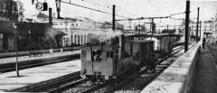 Gare -  Chemins de fer de l'Hérault - En gare de Montpellier-SNCF, la 040T Schneider D-78 en provenance de Saint-Geniès-des-Mourgues et Vendargues lors d'une prestation que les machines de l'«Hérault» assurent pour le compte de la SNCF de 1947 à 1966.