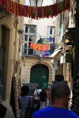 Hôtel Pomier-Layrargues -  Rue de la Vieille et l'hôtel Pomier-Layrargues, situé au 3 rue de l'Argenterie à Montpellier.