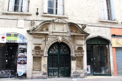 Hôtel de Ricard -  Écusson - Rue Saint-Guilhem  Rich mansion of the 17th century.