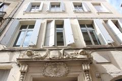 Hôtel de la Société Royale des Sciences -  Écusson - Rue de l\'Aiguillerie