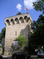 Tour des Pins - English: North East of Montpellier's town center, the Tower of Pines, one of the remains of the old fortifications (the so-called Commune Clôture). Names after the trees planted on top of it and the legend that the town will disappear if the trees died.