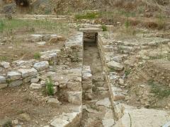 Oppidum pré-romain ou site archéologique de l'agglomération antique du Castellas - English: Murviel. Oppidum of Altimurium. Monumental Square. Sewer.