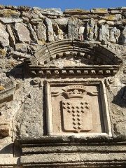 Château - English: Coat of arms at the Castle-Porch