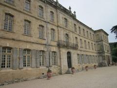 Ancien prieuré dit  château  de Cassan - Français:   Roujan - (Hérault) - Abbaye de Cassan (Château de Cassan) - façade occidentale.