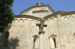 Croix en pierre - English: Saint-Martin-de-Londres (département of Hérault, Languedoc-Roussillon région, France): Saint-Martin church (XIth century).