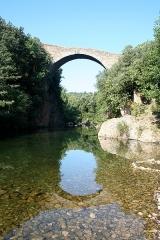 Pont du Diable - Français:   Villemagne-l\'Argentière (Hérault) - Pont du Diable sur la Mare.