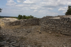 Oppidum d'Ambrussum -  The walls on the western crest..
