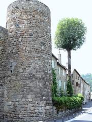 Remparts - Français:   Le Malzieu-Ville - Rempart, tour à côté du trou de Merle
