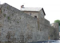 Remparts - Français:   Le Malzieu-Ville - Remparts côté ouest avec le trou de Merle