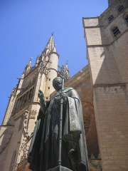 Cathédrale Notre-Dame et Saint-Privat -  Mende - the cathedral and statue of Urbain V.
