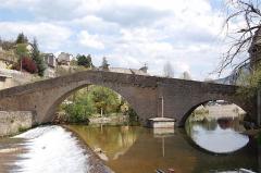 Pont Notre-Dame - Nederlands:   De Pont Notre-Dame in Mende (Frankrijk) over het riviertje de Lot.