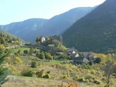 Château de Prades - Français:   Vue générale du village de Prades sur la commune de Sainte-Enimie en Lozère (France)
