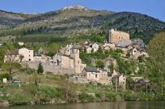 Château de Prades - Français:   Prades et son château, sur la commune de Sainte-Enimie, en Lozère (France).
