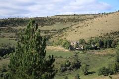 Domaine rural d'Issenges - Français:   Le manoir d\'Issenges, sur la commune de Bédouès en Lozère