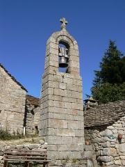 Ensemble patrimonial -  Clocher de tourmente du hameau de la Fage, commune de Saint-Étienne-du-Valdonnez, Lozère, France