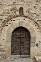 Eglise Saint-Saturnin - English:  Door of the Saint-Saturnin church, in Boule-d'Amont, Pyrénées-Orientales.