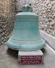 Eglise Sainte-Marie - English: Ancient church bell (1436) of parish Church Sainte-Marie, Le Boulou, France. Now displayed at the