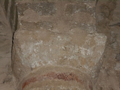 Eglise Saint-Cyr-et-Sainte-Julitte - Català: Tercer capitell de l'absis, des del nord.