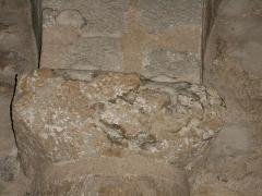Eglise Saint-Cyr-et-Sainte-Julitte - Català: Vuitè capitell de l'absis des del nord