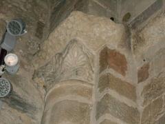 Eglise Saint-Cyr-et-Sainte-Julitte - Català: Desè capitell de l'absis des del nord
