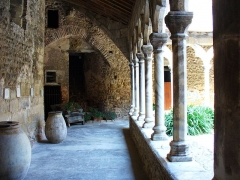 Prieuré Saint-Estève de Monastir-del-Camp - Deutsch: Der Kreuzgang des Klosters Monastir del Camp