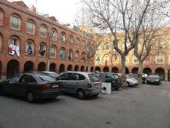 Caserne Saint-Jacques - Català: Antiga Caserna de Sant Jaume, ara bloc d'habitatges socials