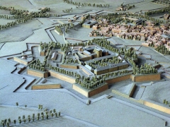 Citadelle - Català: Casa de Bernat Xanxo (Perpinyà), maqueta de la fortificació de Perpinyà projectada per Vauban per a Lluís XIV (1686), l'original de la qual és al Musée des Invalides de París. A la imatge, la ciutadella entorn del palau dels Reis de Mallorca.