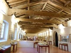 Ancien couvent Sainte-Claire - Català: Sala d'exposicions del Centre de documentació, antic dormitori conventual.