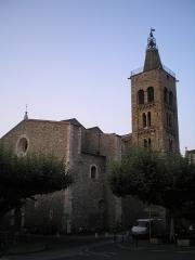 Eglise Saint-Pierre - Català: L'església de Sant Pere, a Prada de Conflent, amb el seu campanar romànic