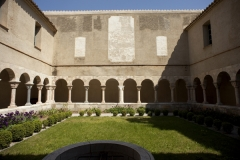 Restes du cloître - English: Abbaye; Saint-Génis-des-Fontaines; Languedoc-Roussillon, Pyrénées-Orientales, France; ref: PM_047221_F_Saint_Genis_des_Fontaines;; Cloître, XIIIe; Photographer: Paul M.R. Maeyaert; www.pmrmaeyaert.eu, © Paul M.R. Maeyaert; pmrmaeyaert@gmail.com; Cultural heritage; Cultural heritage/Romanesque; Europe/France/Saint-Génis-des-Fontaines; LoCloud selectie