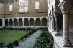 Restes du cloître - Català: Sant Genís de Fontanes - Claustre