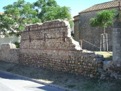 Ancienne église paroissiale Saint-Etienne - English: Saleilles, Pyrénées-Orientales, Languedoc-Roussillon, France: remains of a fortification wall north of the Saint-Etienne chapel (XIIIth century).
