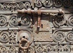 Eglise Sainte-Marie - English: Medieval door lock at the Romanesque church