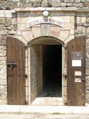 """Fort Libéria (également sur commune de Fuilla) -  Fort Libéria: Unterer Eingang zum """"Souterrain des «1000 Marches»"""""""