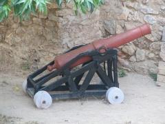 Fort Libéria (également sur commune de Fuilla) -  Fort Libéria: Kanone mit einer Reichweite von ca. 4km